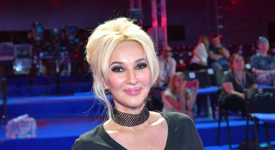 «Вы великолепны»: 48-летняя Лера Кудрявцева восхитила поклонников стройной фигурой вбикини