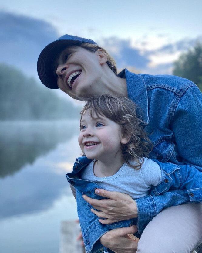 Елена Подкаминская с младшей дочерью Евой