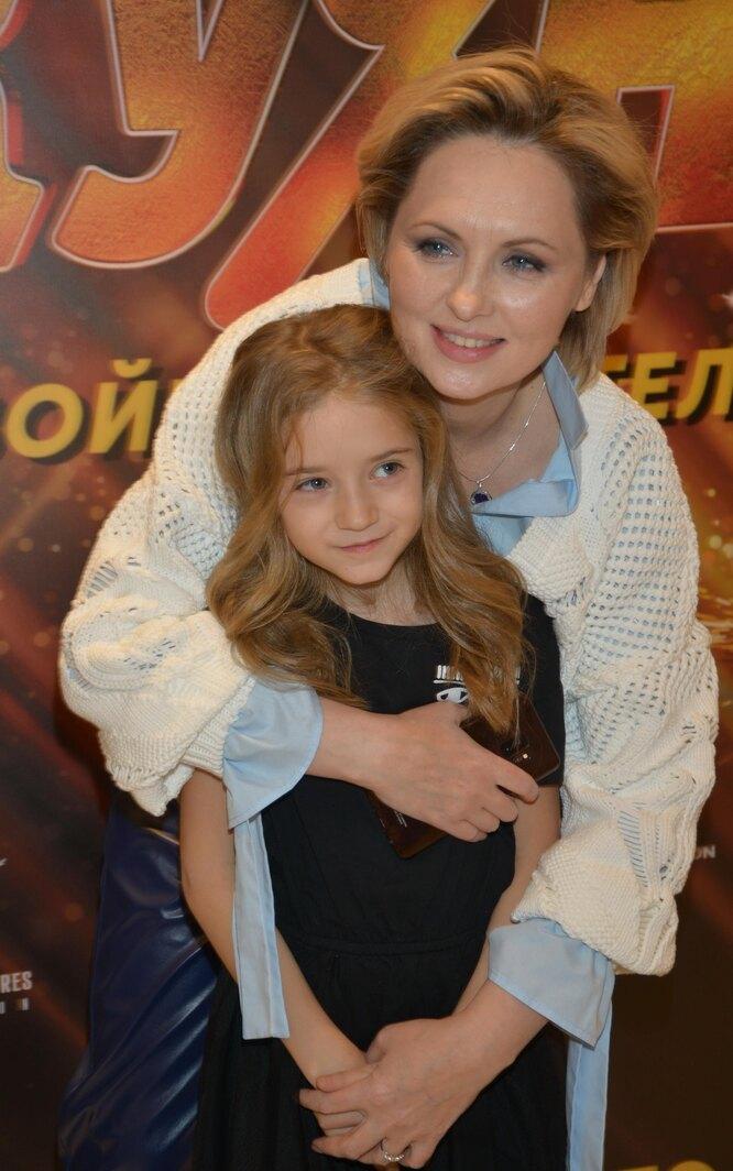 Елена Ксенофонтова с дочерью