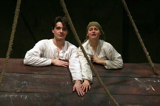 Яна Сексте и Максим Матвеев в спектакле «Сорок первый. Opus Posth»