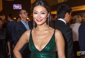 «50 оттенков синего»: Марина Ким похвасталась фигурой в купальнике