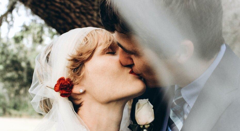 Свадьба в2021 году: астролог назвала один неудачный месяц имного удачных дней