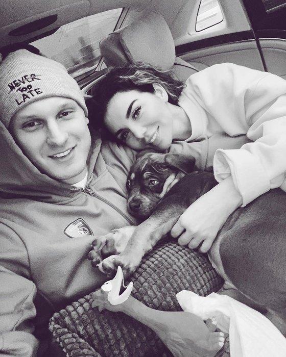 Янис Тимма иАнна Седокова со щенком