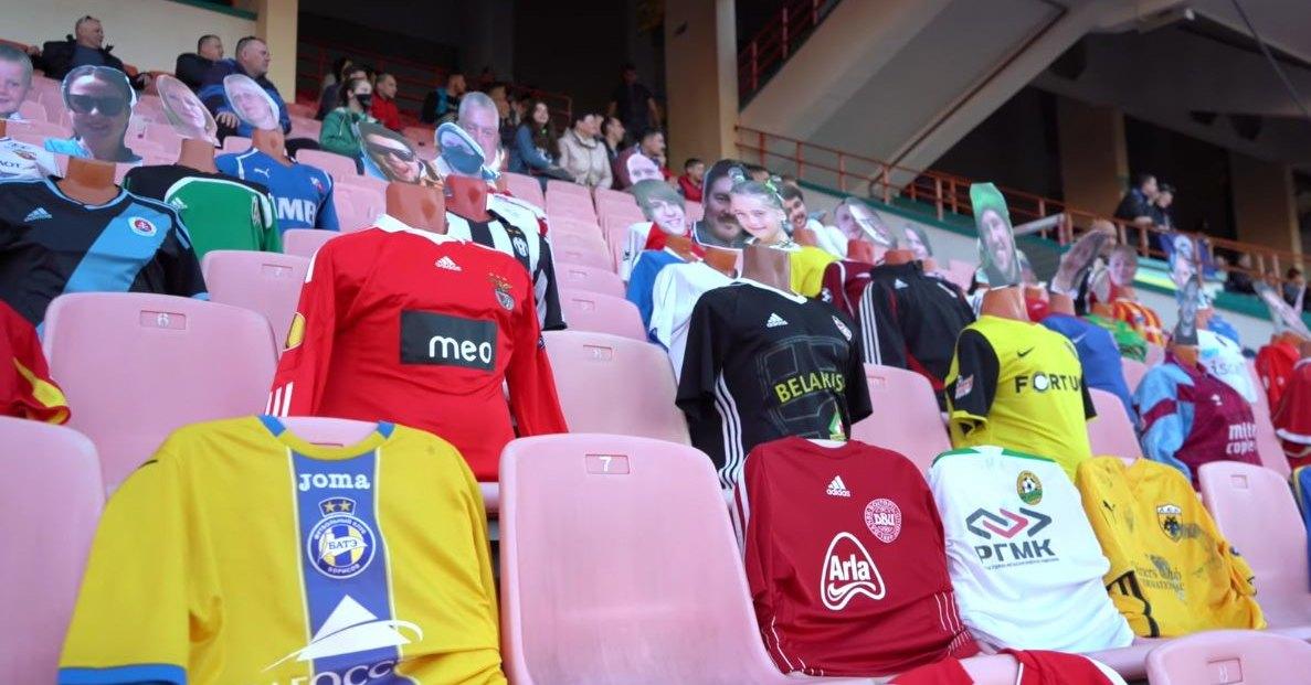 Манекены на матче в Беларуси