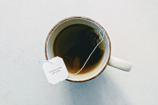Как спасти сломанный ноготь спомощью чайного пакетика