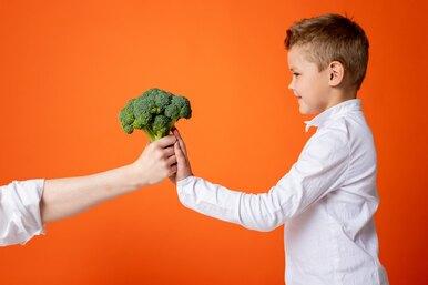 7 хитрых способов заставить детей есть овощи