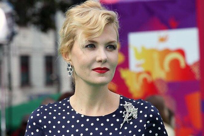 «Уже легенда!» Рената Литвинова показала архивный кадр срежиссером «Брата»