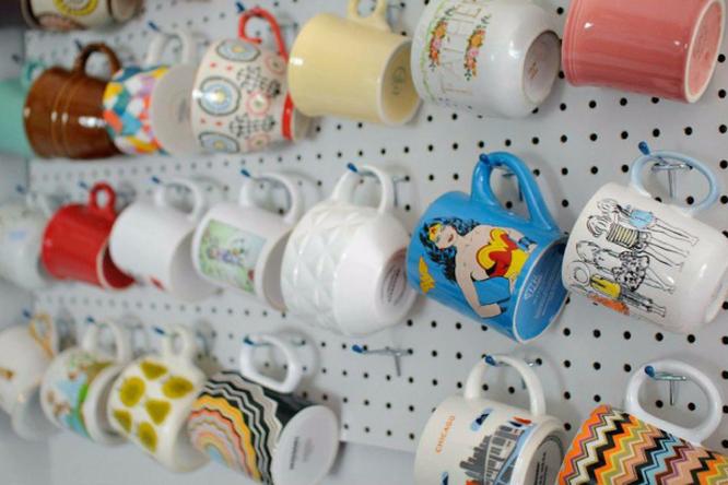24 симпатичные идеи дляхранения чашек накухне
