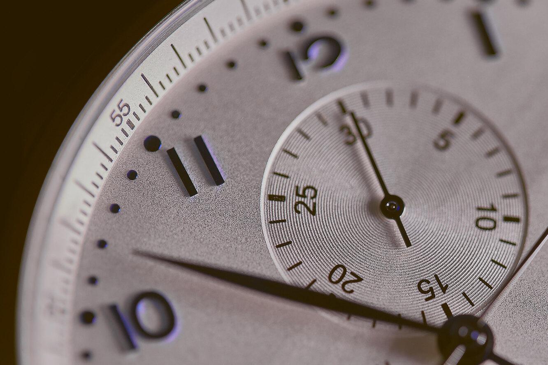 Часы в подарок: приметы и суеверия