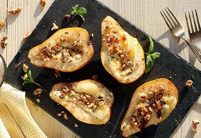 Груши, запечённые с творожным сыром и орехами «макадамия»