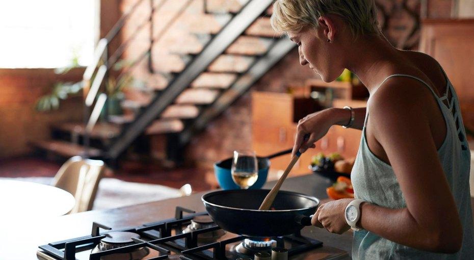 Не делайте так! 8 верных способов испортить сковороду сантипригарным покрытием