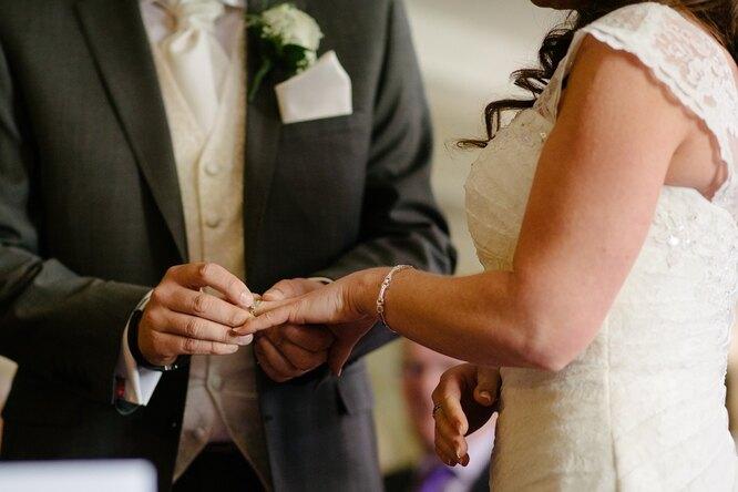 «Свадьба — это недорого»: невеста купила декор вIKEA инаряды вонлайн-магазине