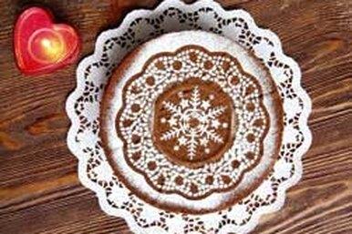 Как украсить праздничный пирог