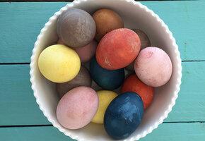 Как сделать натуральные красители для пасхальных яиц
