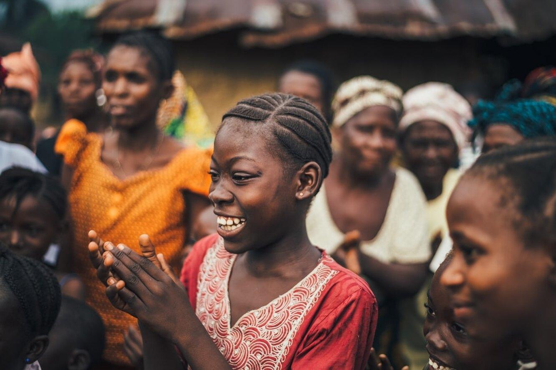 женщины, смех, смеющиеся  женщины, африканки, африканский народный костюм