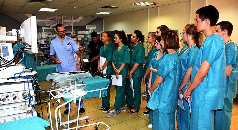 Юных хирургов ждут влетней школе университета им. Пирогова