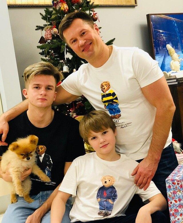 Алексей Немов с сыновьями