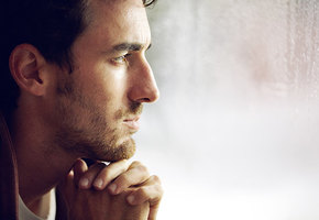 Одинокий и несчастный: мужчины больше женщин страдают без отношений