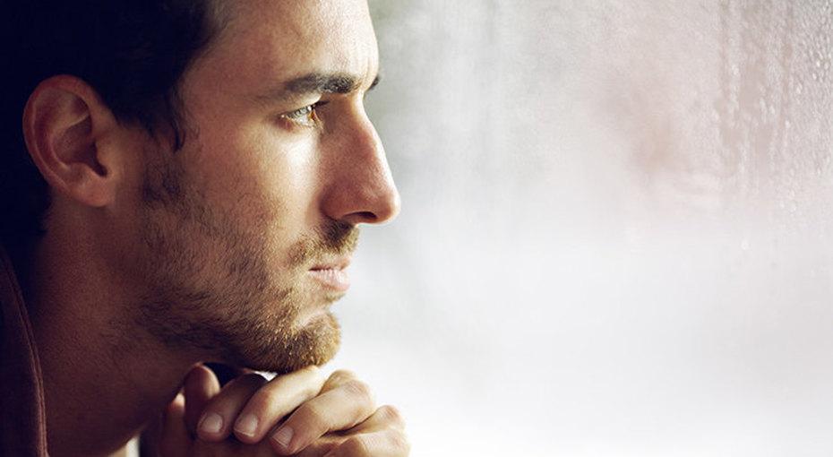 Одинокий инесчастный: мужчины больше женщин страдают безотношений