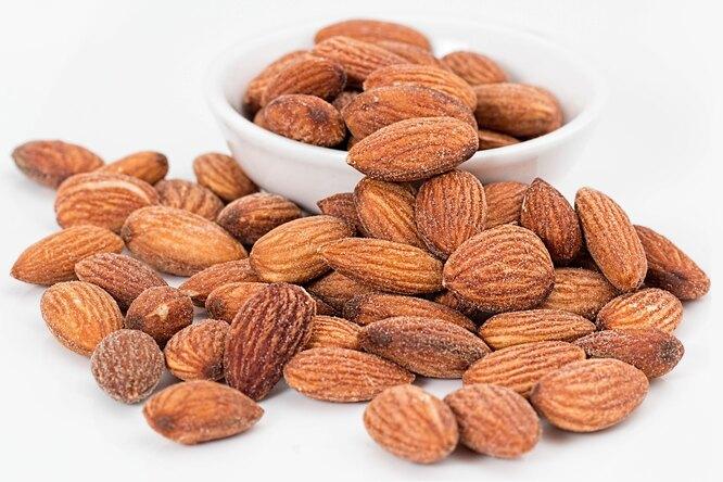 Орехи, миндаль, орехи россыпью