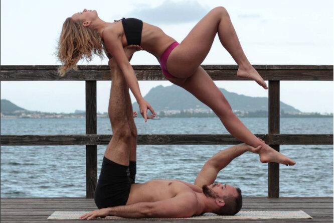Парень сделал предложение любимой впозе йоги