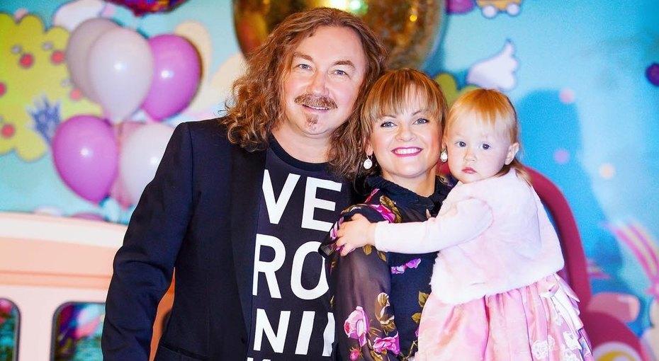 «Спортсменка ипросто красавица»: трехлетняя дочь Игоря Николаева восхитила поклонников ловкостью (видео)