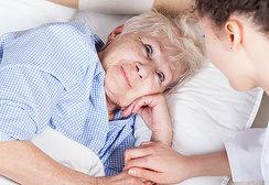 Женский родственный долг: почему мы обязаны ухаживать за больными и пожилыми