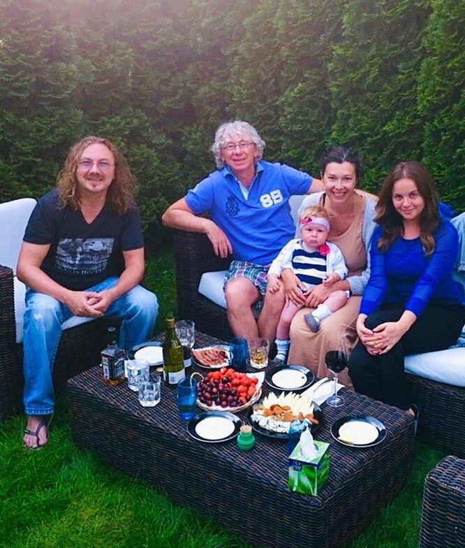 Игорь Николаев с женой Юлией, Аркадий Укупник с женой и дочерью