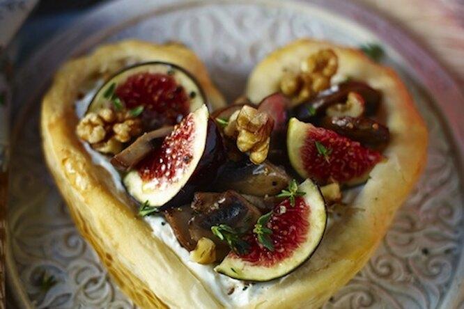 Вегетарианский пирог в форме сердца