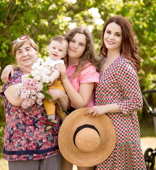 Вуличенко с мамой, дочерью и сыном