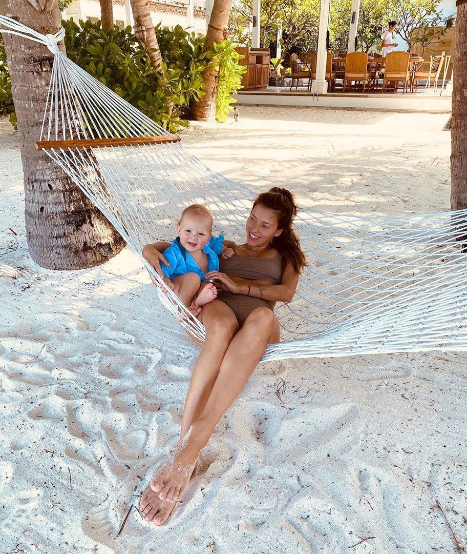 Ругина Тодоренко ссыном Майклом наМальдивах фото