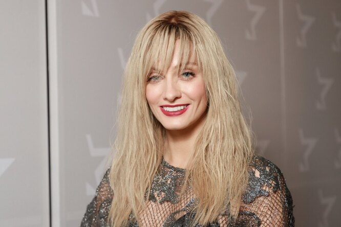 «Это очень сексуально»: Полина Максимова подстриглась «под машинку»