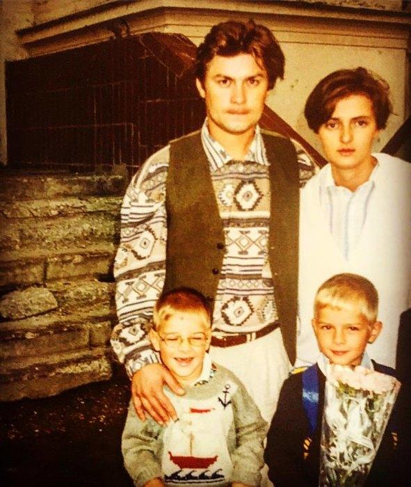 Семья Белогловцевых провожает старшего сына впервый класс