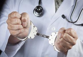 Ижевский врач, изнасиловавший пациентку, получил условный срок
