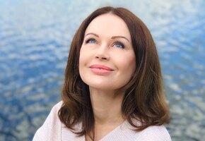«Гримёр захватила чемоданчик с «мужским» гримом»: 55-летняя Ирина Безрукова рассказала о казусе во время съёмок сериала «Есенин»