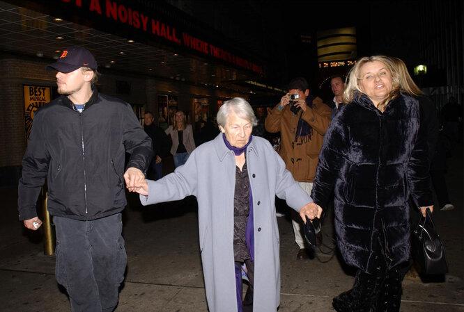 2002 С мамой и бабушкой после мюзикла «Чикаго»