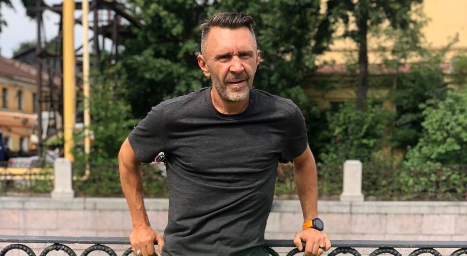 Очень странно: Сергей Шнуров представил клип напесню, вкоторой нетмата