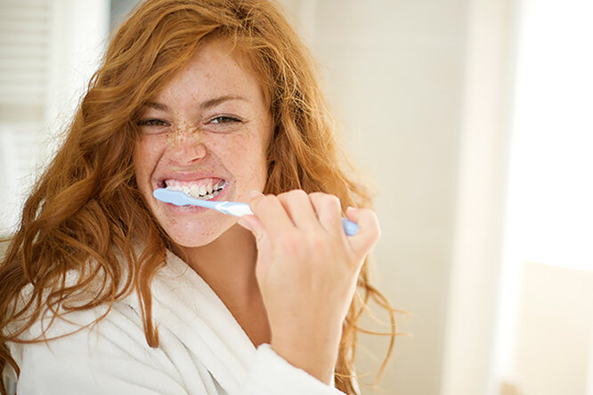Как чистить зубы, чтобы небыло налета? Показывает стоматолог