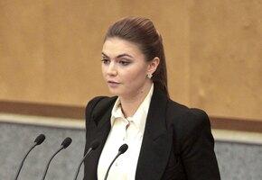 Похудевшая Алина Кабаева с обручальным кольцом защитила гимнасток в прямом эфире