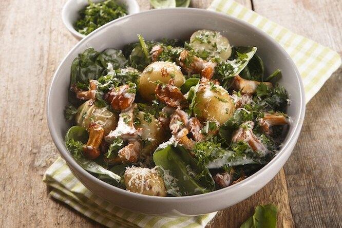 Теплый салат с лисичками