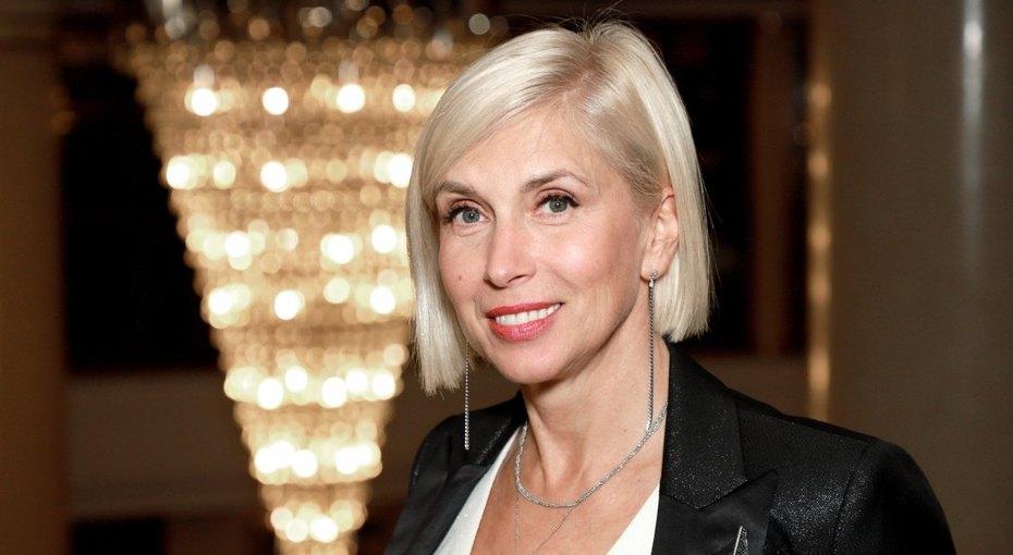 «Им осталось доживать»: 57-летняя Алена Свиридова объяснила, почему предпочла молодого мужа ровесникам