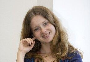 «Обалденный цвет волос!» Екатерина Копанова примерила осенний образ