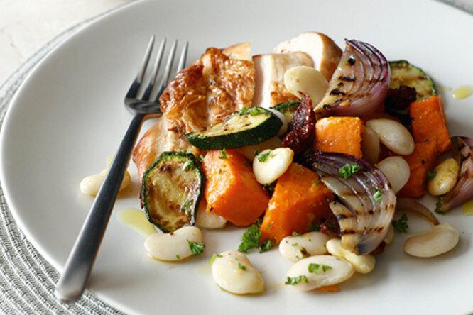 Куриная грудка с овощами и фасолью