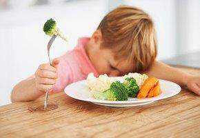 Что такое пищевое насилие и как оно вредит детям