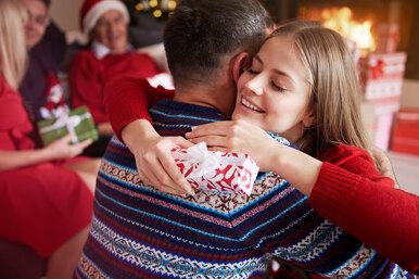 Подросток иего «взрослый» Новый год: очем стоит договориться прежде, чем отпустить