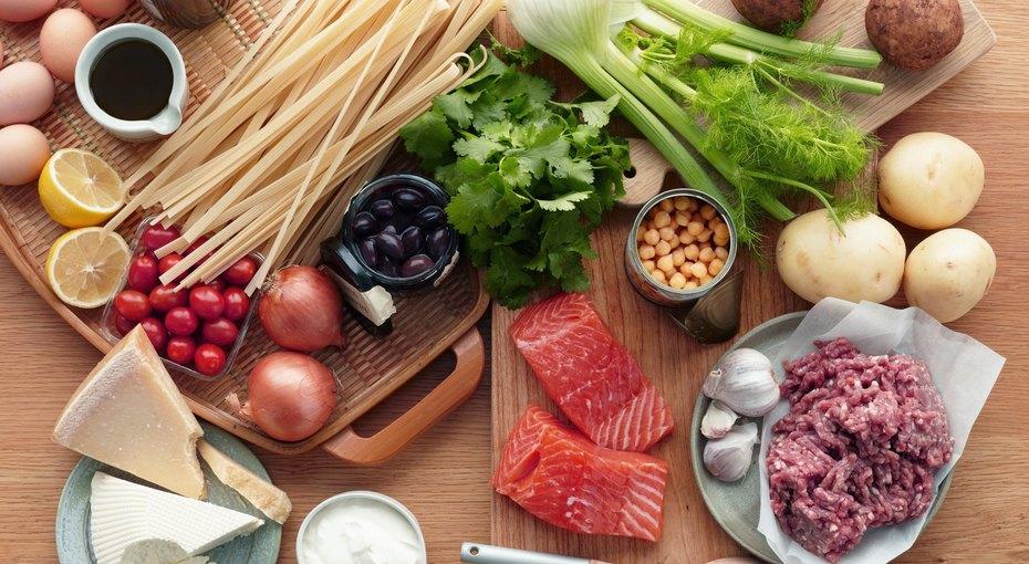 Какие продукты можно есть, обрезав плесень, а какие нельзя
