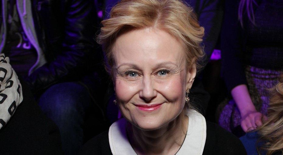 «Красивая, спортивная имолодая девушка»: 68-летняя Дарья Донцова поразила поклонников растяжкой