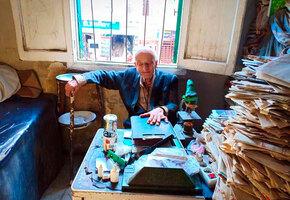 Добрый доктор Айболит: египетский врач по 12 часов в день лечит тех, кто не может платить