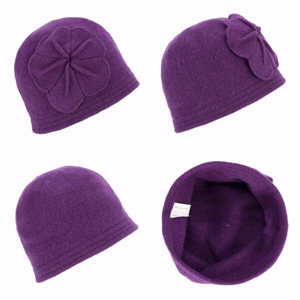 Женская шапка с цветочком
