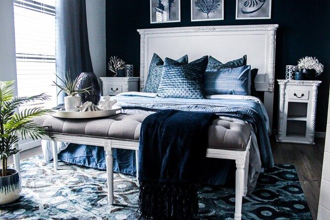 кровать, столик